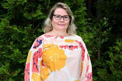 """Keminmaan uusi kunnanhallituksen puheenjohtaja Minna Lehtoväre yllättyi valinnastaan kunnan johtoon: """"Minä en ollut varautunut tähän millään lailla, mutta yhteistyötä pitää yrittää tehdä"""""""