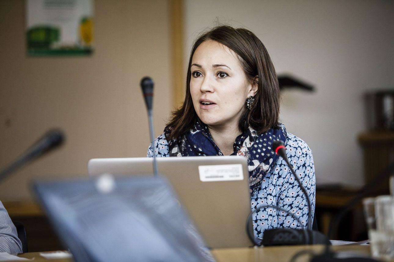 Valtuusto siunaili ja vei Liisa Ansalalta kokouspalkkiot, joista valtuutetut itse päättivät viime toukokuussa