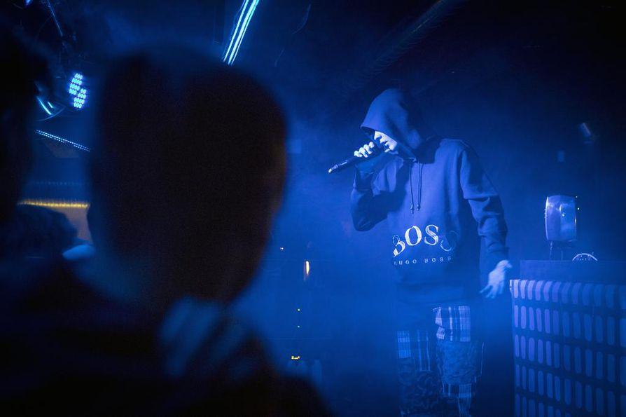 Ibe osoitti Basso Clubilla paitsi lahjakkuutensa ja ajankohtaisuutensa, mutta myös sen, että Oulun musiikkikentällä on huutava pula alaikäisten keikoista.