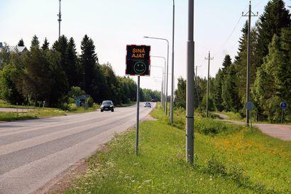 Keminmaan uudet nopeusnäytöt paljastavat: Jokisuuntiellä ja Rovaniementiellä hurjastellaan järkyttäviä nopeuksia –yksi näyttö on jo rikottu