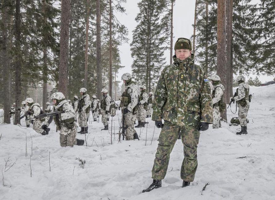 Kainuun jääkäripataljoonan komentaja, everstiluutnantti Tomi Pekurinen kehuu nykyisiä varusmiehiä motivoituneiksi ja tavoitehakuisiksi.