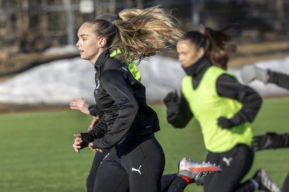 """ONS:n edustusjoukkueen 17-vuotias kapteeni Aurora Harila ei tee iästään ongelmaa: """"Koko joukkue on niin nuori, että se ei ole niin ihmeellistä"""""""