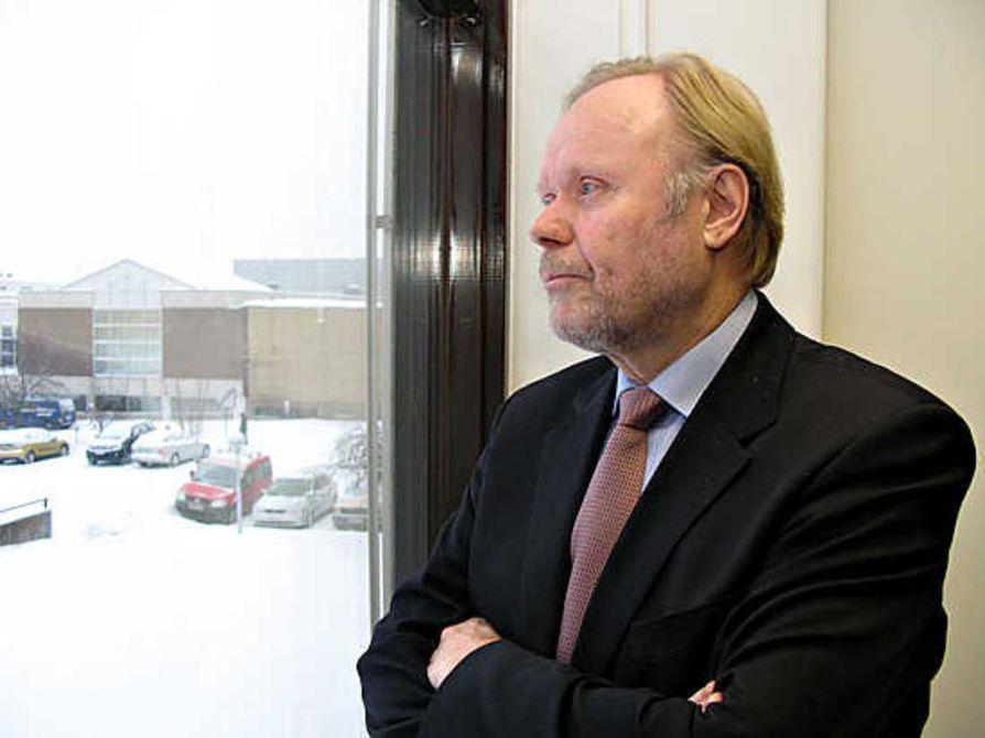 Erkki Vähämaa jää eläkkeelle Kajaanin kaupunginjohtajan virasta kesällä. Seuraajaksi haki vain kuusi ehdokasta ja kaksi lisää antoi suostumuksensa.