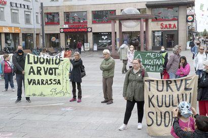 Ympäristön puolesta -mielenosoitus vaati ilmastohätätilan julistamista Ouluun