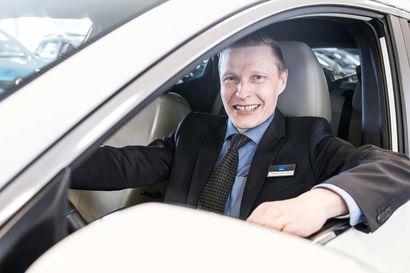 Lappilaisia vaihtoautoja ajetaan Helsingistä Utsjoelle asti – veloitukseton auton kotiinkuljetuspalvelu säästää asiakkaalta aikaa ja vaivaa