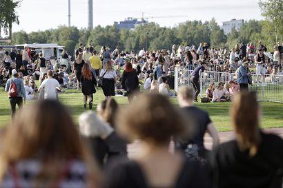 Yleisötapahtumat ja yöelämä ovat palanneet osaksi ihmisten elämää – kysyimme, unohtuvatko turvavälit ja käsihygienia juhliessa