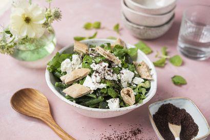 Tunnetko jo sumakin? Kokeile sitä Lähi-idän keittiön salaattiin fattoushiin ja täytä leivät kevään vihreillä kasviksilla