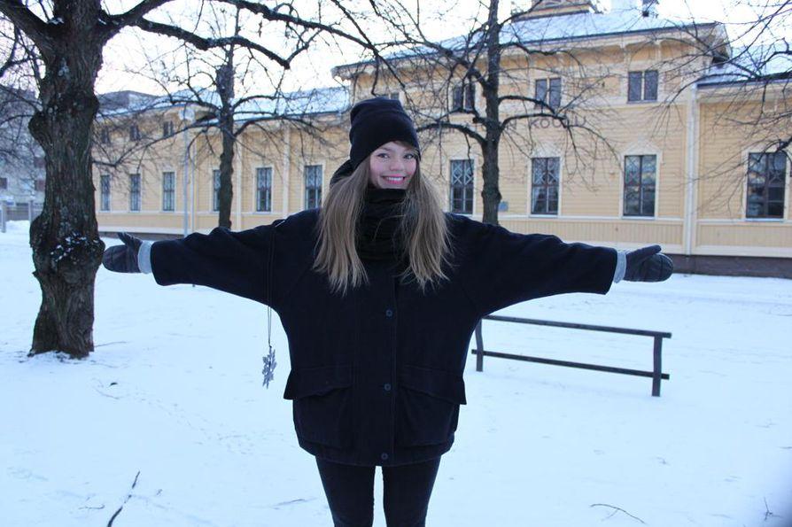 Nykyisin Helsingissä asuva matkabloggaaja Inka Khanji vierailee Oulussa mahdollisimman usein.