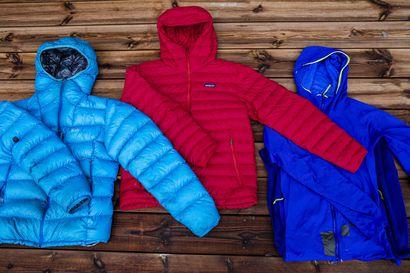 Kevyt takki pitää retkeilijän lämpimänä ja mahtuu vaikka taskuun – Untuvan eettisyyden varmistamiseen on näppärä nyrkkisääntö