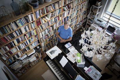Claes Andersson eli kulttuurin päävirroissa – uutuuskirjassa käydään perusteellisesti läpi päähenkilön värikäs ja monipuolinen elämä