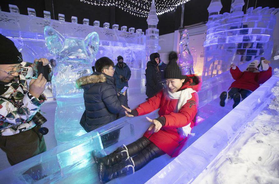 Kiinalaisten matkailijoiden määrä kasvoi viime vuonna kaikkein nopeimmin ulkomaisista matkailijaryhmistä. Tämä kuva on Kemin Lumilinnasta.