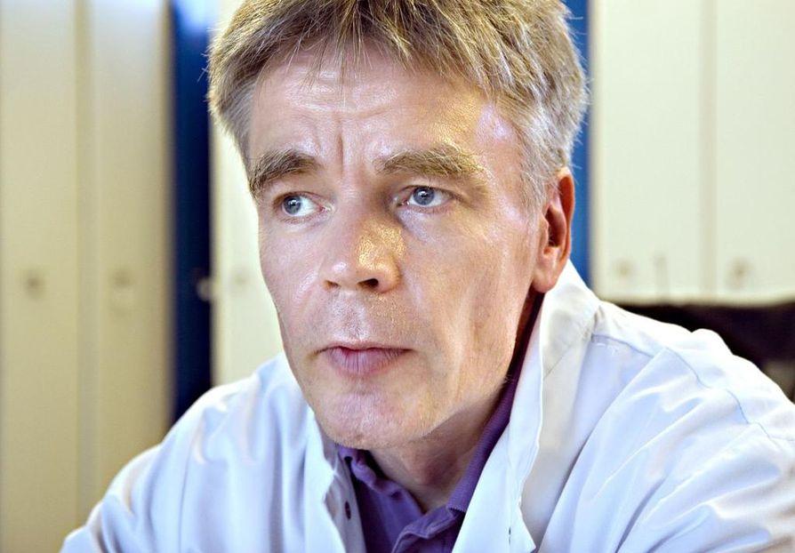 Infektiolääkäri Pekka Ylipalosaari.