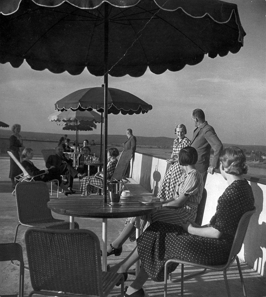 Hotelli  Pohjanhovin kattoterassi 1936.