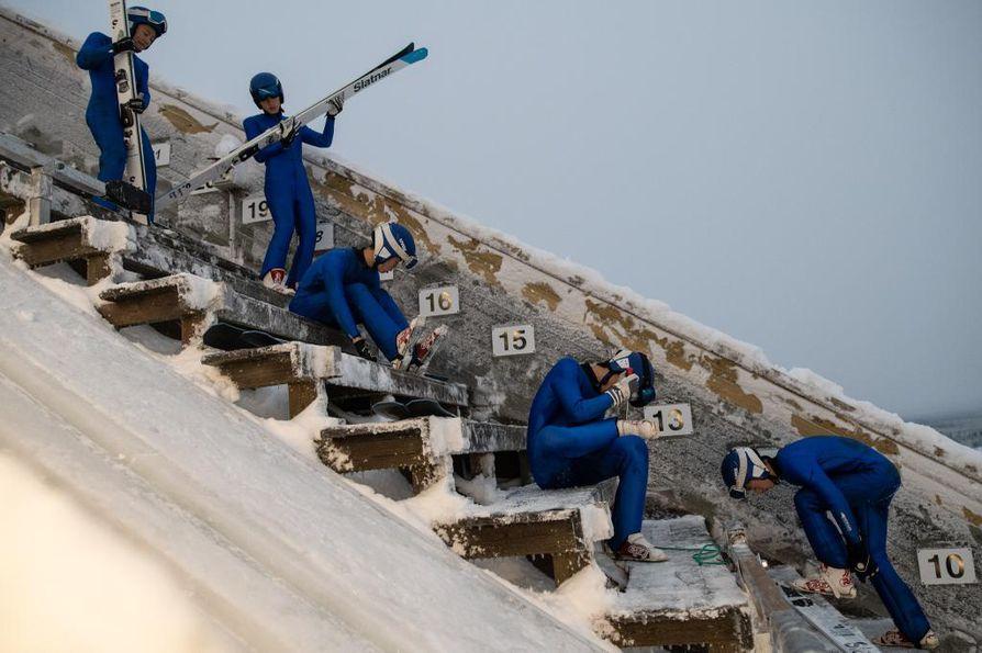 Vuosi sitten Suomeen saapuneilla kiinalaisilla on takanaan noin 3000 hyppyä. Taivavaarassa hyppyjä kertyy noin 15-20 päivässä.