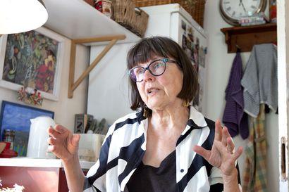 Pirkko Lastikka jälleen ehdolla Botnia-palkinnon saajaksi –runokokoelma Aallokkokivi osoittaa Lastikan olevan kotonaan sanojen maailmassa, perustelee tuomaristo