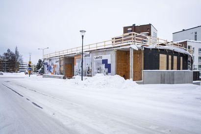 Kerrostalojen rakentaminen hiljeni Rovaniemellä: rakennuslupien määrä romahti ja työmaita seisoo – tunnelin päässä odottaa jo uusien talojen rypäs