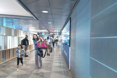 Oulun lentokenttä elää nyt koronan tahdissa, riskimaista jatkolennolla Ouluun saapuvien hakeutuminen koronatesteihin on matkustajien vastuulla – Finnair on jo jättänyt lennolta maskista kieltäytyneitä