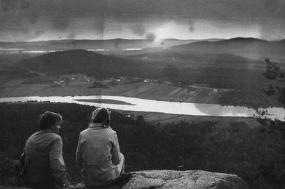 Ylitorniolla kohoaa keskiyön auringon vaara, jota on palvottu keskiajalta saakka – Aavasaksan juhannus oli pitkään Suomen suurin ja välillä niin huuruinen, että esiintyjätkin olivat ihmeissään