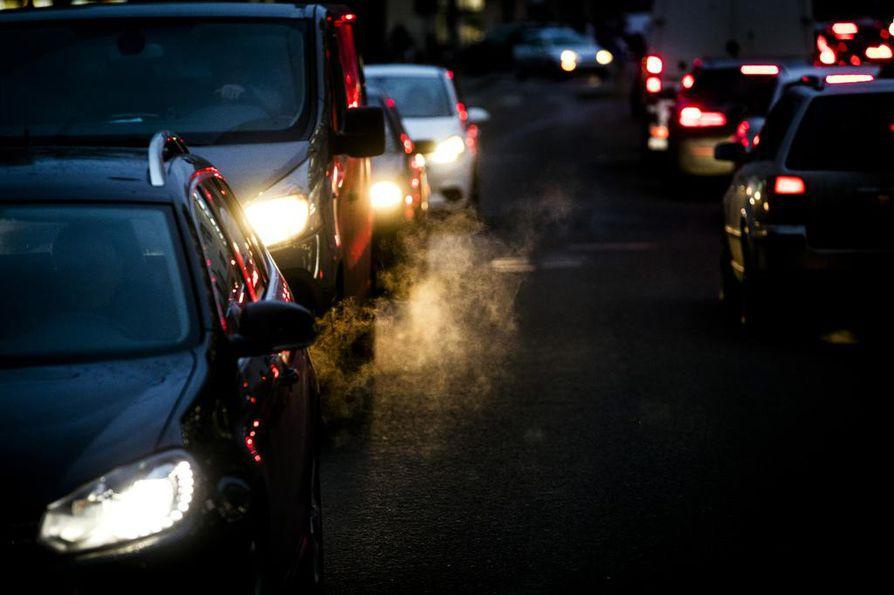Liikenne tuottaa tällä hetkellä viidenneksen Suomen kasvihuonekaasupäästöistä.