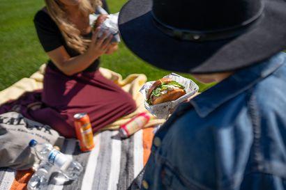 Festarikesä käynnistyy – koemaistoimme Varjo-festivaalin ruoka- ja juomatarjonnan