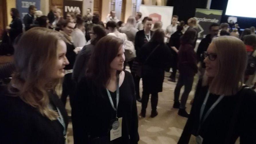 Ada Halsas (vas.), Tiina Korjus ja Reetta Kataja halusivat monen muun naisen tavoin kuulla lisää koodaamisesta ja ohjelmistoalasta.