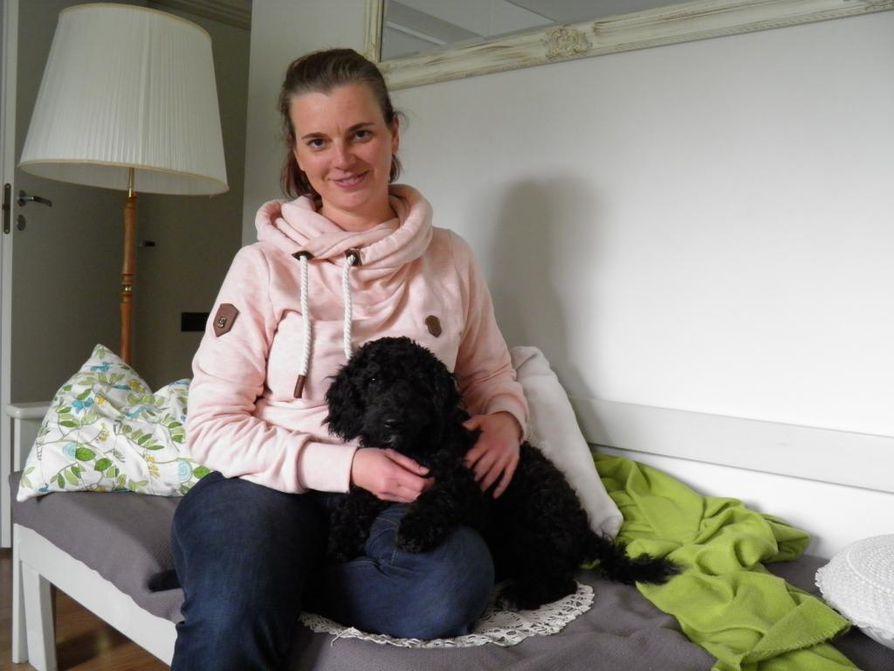 Marjo Huovisen lapset odottavat innolla Parasta Lapsille ry:n kesäleiriä. Muu kesä kuluu tehokkaasti uuden koiranpennun kanssa touhutessa.