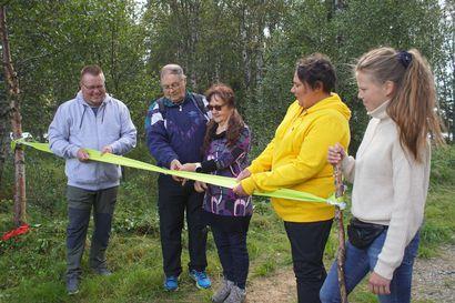 Luontopolku virallisesti käyttöön–  Sarakylässä tutkittiin talkoourakan tuloksia parinsadan hengen voimin