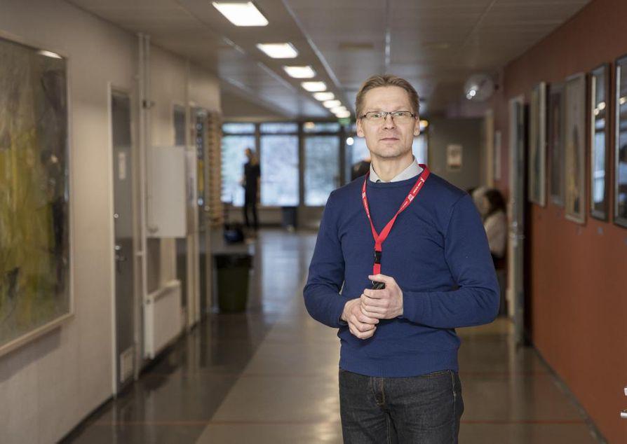 Rehtori Timo Kärkkäinen arvelee, että lukio-opinnot tulevat pidentymään, kun ylioppilastutkinnon painoarvo kasvaa.