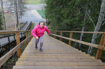 Kuntoportaista tuli liikunnan hitti - Ainiovaarassa ja Keminmaassa on kuntoportaat, Kemissä rakennetaan ja Torniossa niitä toivotaan Kokkokankaalle.
