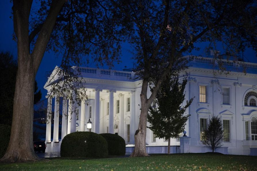 Yhdysvaltain presidentti Donald Trump tviittaa usein Valkoisessa talossa aamuvarhain tai iltahämärissä.