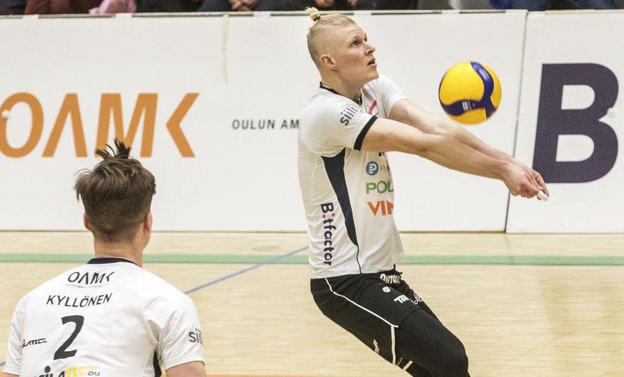 Ettan Markus Väisänen pelasi tiistaina uransa 400. liigaottelun. Oululaisjoukkueen juhlahetket Raision-vierailulla jäivätkin siihen.