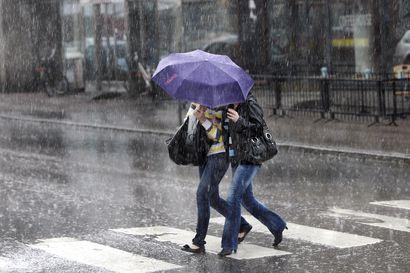 Hyvästi helteet, nyt alkaa kurimus – lämpötilat putoavat viikoksi ja tiistaina koko Lappiin sataa reippaasti vettä