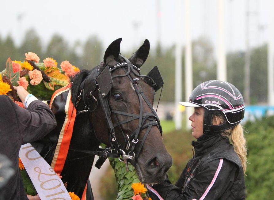 Valmentaja Katja Melkko on virittänyt suojattinsa Elian Webin jälleen huippuiskuun. Ruotsin voittojuoksussa vauhti oli häikäisevää.