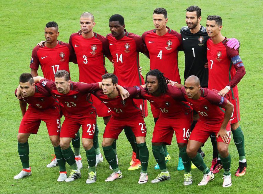 Portugali teki välierään nähden kaksi muutosta avauskokoonpanoonsa jalkapallon EM-finaaliin Ranskaa vastaan.