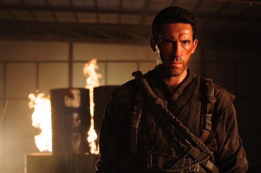 Toimintatähti Scott Adkinsin näyttelemä ninjitsu-mestari Casey lähtee kostomatkalle Burmaan, kun hänen raskaana oleva vaimonsa murhataan raa'asti.