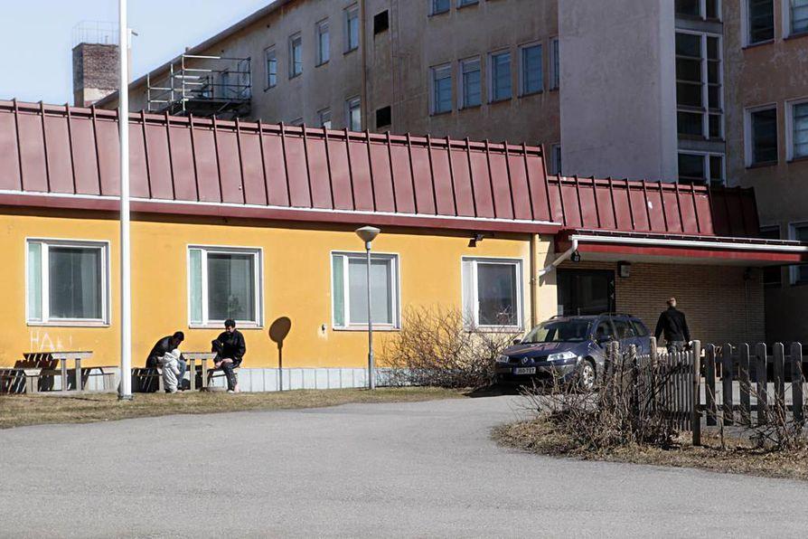 Oulun Heikinharjun vastaanottokeskukseen tehtiin epäonnistunut polttopulloisku. Arkistokuva.