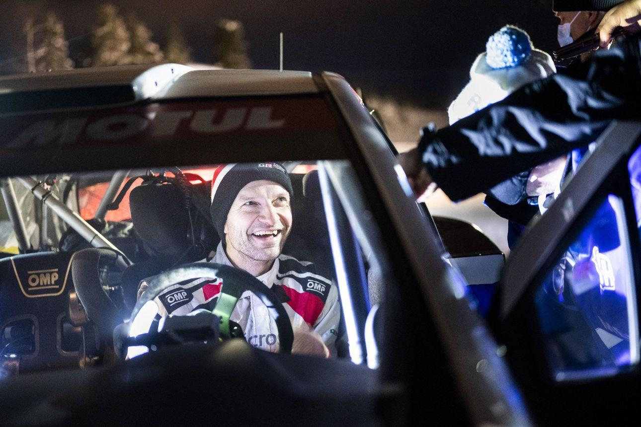Teemu Asunmaalle Tunturin hattutemppu - Juho Hänniselle yleiskilpailun voittajan poronsarvet vauhdikkaasta WRC-testistä