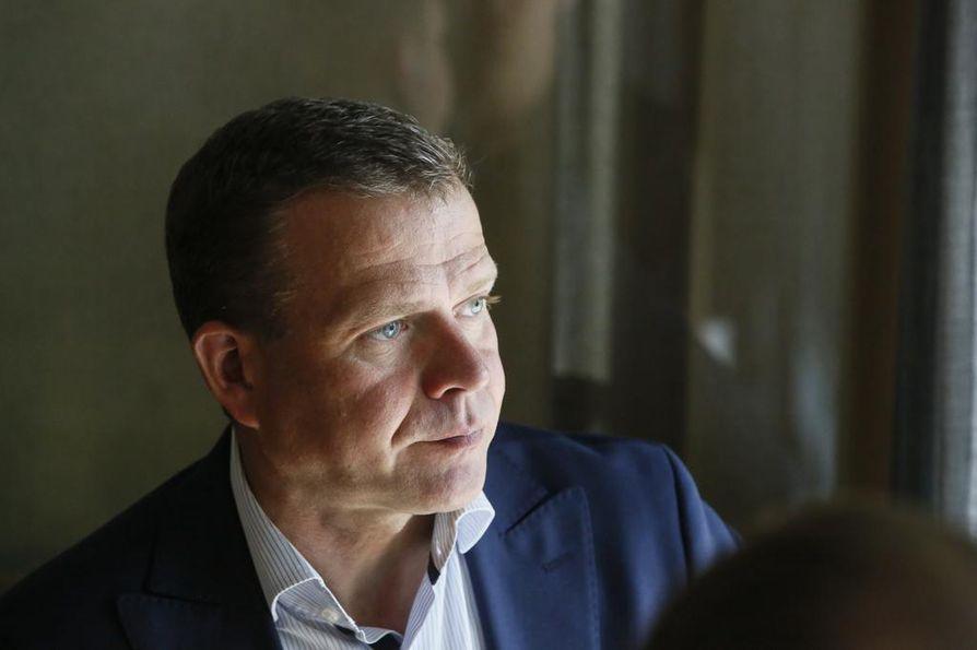 Kokoomuksen puheenjohtaja, valtiovarainministeri Petteri Orpo erottuu pääministerikyselyn selkeäksi kakkoseksi.