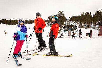 """Iso osa Lapin hiihtokeskuksista sulkee hissinsä jo huomisesta alkaen, Ruka ja Pyhä seuraavat perässä tiistaina – """"Lappiin suuntaavien autojonojen myötä tilanne on muuttunut"""""""