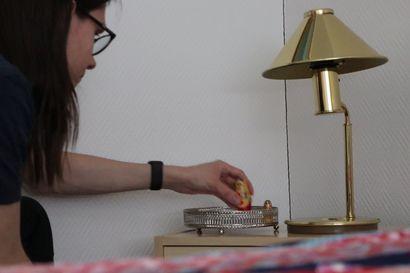 Hotelli Kurenkosken Pidä huivista kiinni, Tatjana -teemaista huonetta viimeistellään maatuskanukeilla
