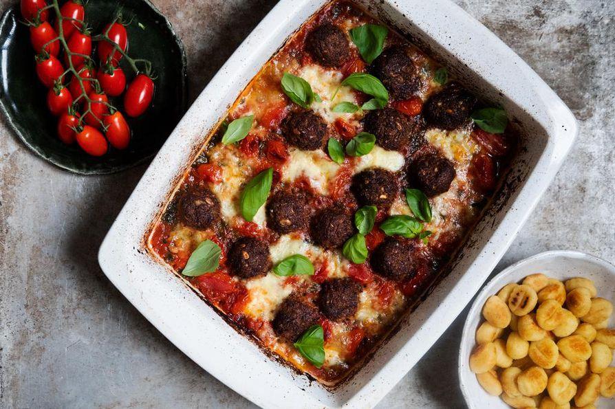 Tarjoile boltsit ja tomaattikastike gnocchien tai pastan kanssa.