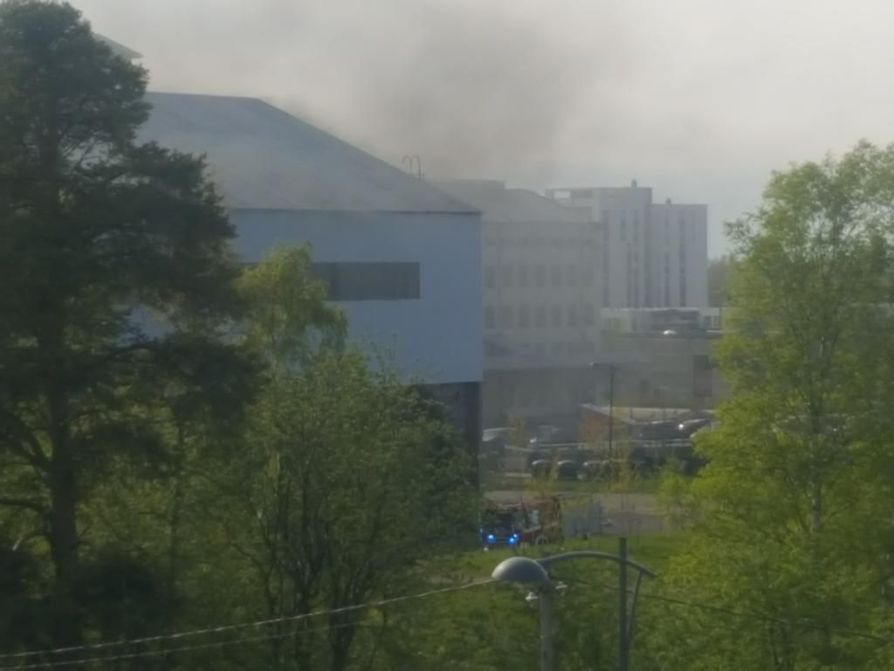 Palo aiheutti runsaasti savua.