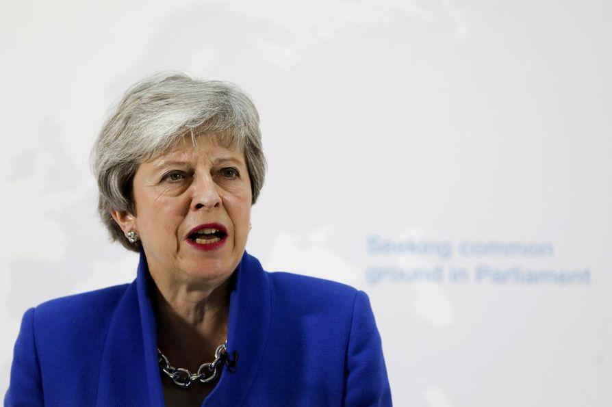 May esitteli tiistaina brexit-sopimukseen joukon esityksiä, joita pidettiin myönnytyksinä varsinkin Labour-puolueelle.