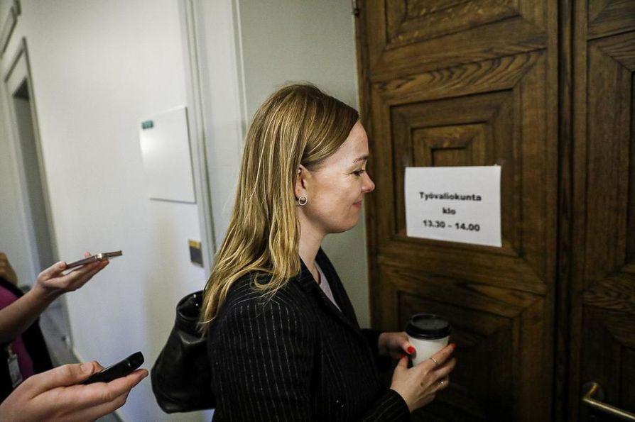 Keskustan puheenjohtaja Katri Kulmuni on ollut tällä viikolla median pyörityksessä al-Holin suomalaislasten ja -naisten palautuksiin liittyen. Hallitus ei ole vielä tehnyt poliittista päätöstä, mutta Kulmunin mukaan keskusta kannattaa vain lasten palauttamista.