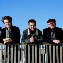 Tanelilta uutta musiikkia –Yhtyeen trio keikalla kaupungissa