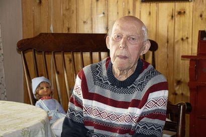 Muistissa vuosisadan takaisia asioita – siikajokinen Aarne Ukkola täyttää 103 vuotta