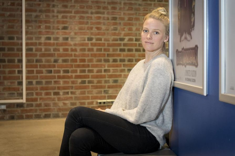 Näyttelijä Laura Birn on kiertänyt koko viikon esittelemässä Kääntöpiste-elokuvaa.