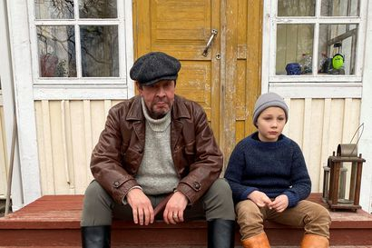 Pate ja Pekka musiikkivideon kuvauksissa Pudasjärven Hetekylässä – tällainen on valmis Älkää jättäkö -video, jonka näkeminen sykähdytti paikallisia