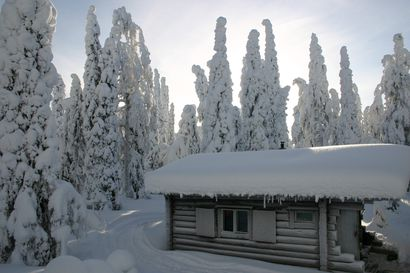 Rovaniemen Louevaaran autiotupa oli vähällä palaa –Terassissa oli reikä ja nokisotkua, siivon kruunasi sulanut muovi ja klapinmittaiseksi pätkitty harjanvarsi