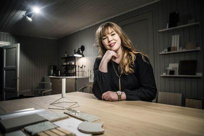 Rovaniemeläinen sisustussuunnittelija Marjo Saarinen sai yrittäjänaisten tunnustuspalkinnon – Katso vinkit ja esimerkit kodin sisustukseen